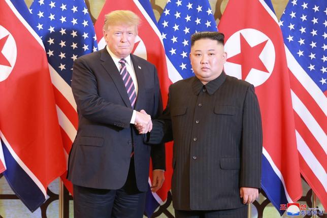 Szczyt Trump – Kim był skazany na porażkę. Mowa ciała polityków była jednoznaczna