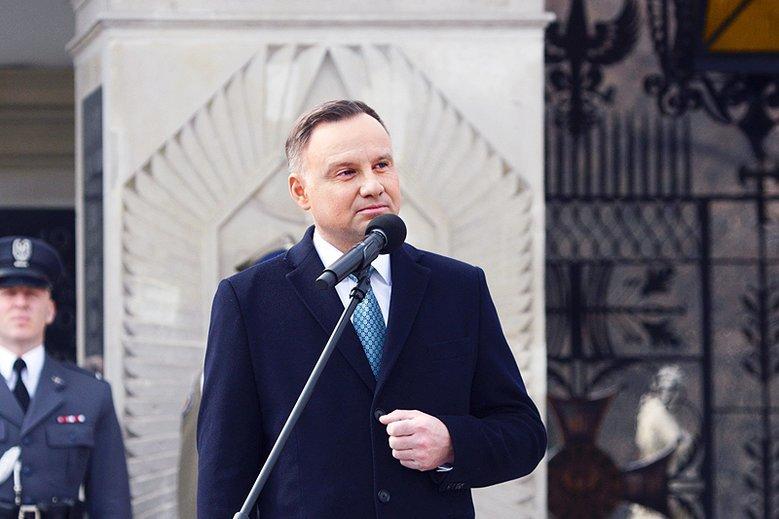 """Mowa ciała zdradziła Andrzeja Dudę. """"Kiepski teatr, ciało odmówiło współpracy"""""""